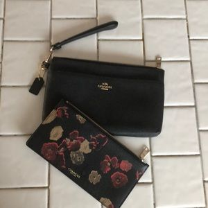 Wristlet coach black floral and floral